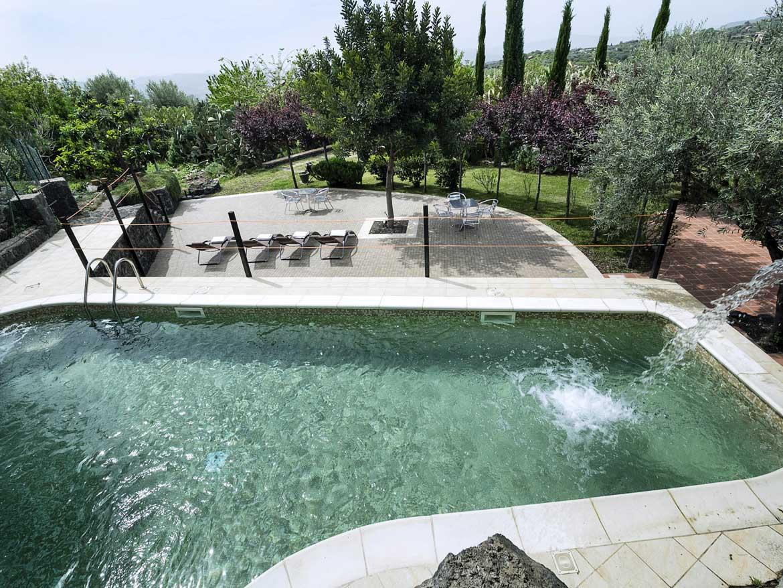Piscina e solarium turismo rurale fontana del cherubino - Fontana per piscina ...